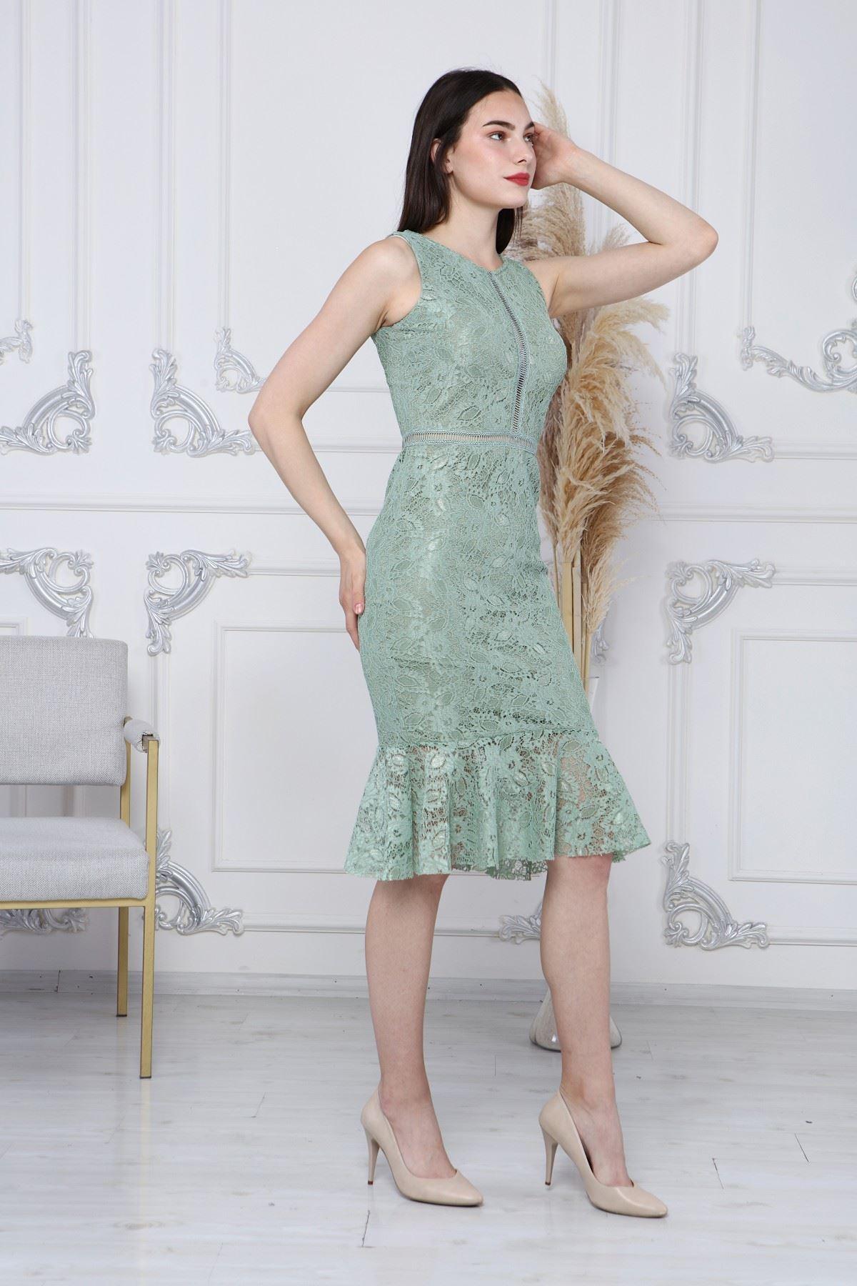 Eteği Volanlı Dantelli Elbise